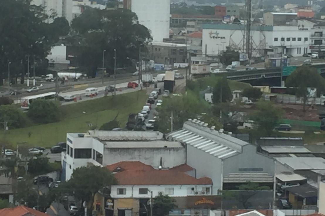 A incompetência dos Engenheiros que projetaram as alças de acesso (entrada e saída) no Km 18 daAnchieta