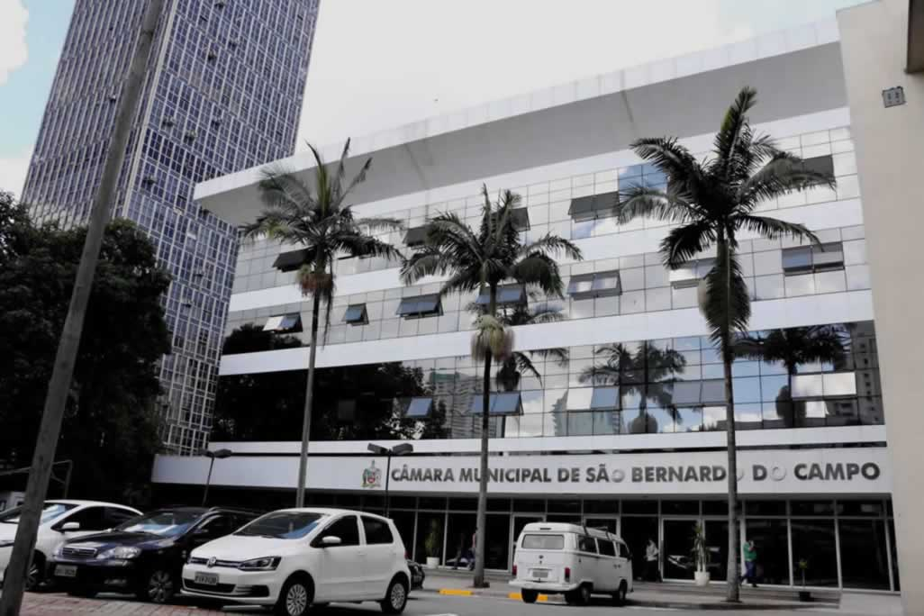 Advogada que suspendeu salário de vereadora avalia ir a Justiça contra aumento de salário dos vereadores deSBC.
